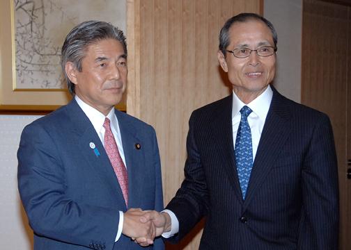 (photo)Minister Nakasone and Sadaharu Oh