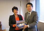 (Photo:Meeting between Parliamentary Vice-Minister for Foreign Affairs Ikuo Yamahana and Uruguayan Ambassador Ana María Estévez (Relief supplies from Uruguay))