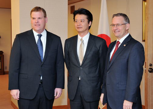 (Photo)Meeting between Foreign Minister Gemba and the Hon. John Baird, Foreign Minister of Canada, and the Hon. Ed Fast, Minister of International Trade-2