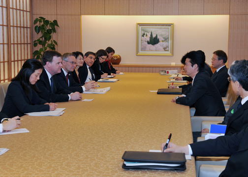 (Photo)Meeting between Foreign Minister Gemba and the Hon. John Baird, Foreign Minister of Canada, and the Hon. Ed Fast, Minister of International Trade-3