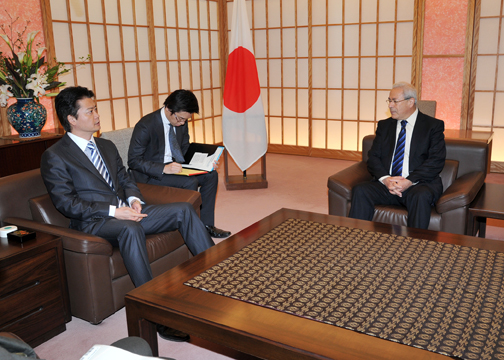 (Photo)Meeting between Mr. Koichiro Gemba, Minister for Foreign Affairs of Japan, and Dr. Burhan Ghalioun, President of the Syrian National Council-2