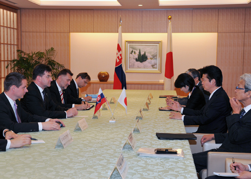 (Photo)Japan-Slovakia Foreign Ministers' Meeting (Outline)-2