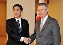 Minister Kishida's Meeting with Mr. Karel De Gucht, the European Commissioner for Trade (1)