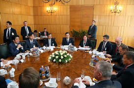 Japan-Poland Summit Meeting (2)