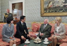 (Photo) Courtesy Call on Dr. Michael D. Higgins, President of Ireland, and Mrs. Sabina Higgins by Mr. Shinzo Abe, Prime Minister of Japan and Mrs. Akie Abe