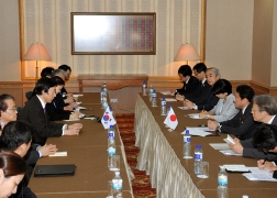 Japan-ROK Foreign Ministers' Meeting (2)