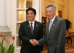 Japan-Singapore Summit Meeting<br>Photo: Cabinet Public Relations Office