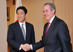 Foreign Minister Kishida's meeting with USTR Froman 1