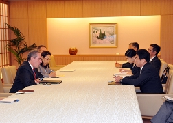 Foreign Minister Kishida's meeting with USTR Froman 2