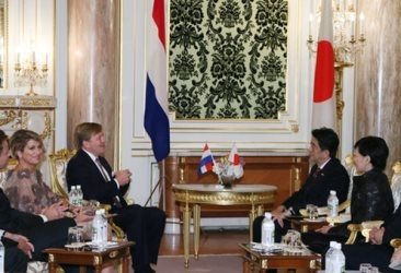 Prime Minister Shinzo Abe and Mrs. Abe Host a Banquet to Welcome Their Majesties the King and Queen of the Netherlands (October 30, 2014) (Photo: Cabinet Public Relations Office)