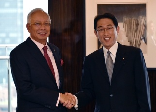 Foreign Minister Fumio Kishida Pays a Courtesy Call on the Prime Minister of Malaysia 1