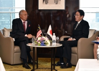 Foreign Minister Fumio Kishida Pays a Courtesy Call on the Prime Minister of Malaysia 2