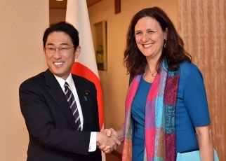 Meeting between Foreign Minister Kishida and Ms. Malmström, European Commissioner for Trade 1