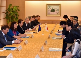 Meeting between Foreign Minister Kishida and Ms. Malmström, European Commissioner for Trade 2