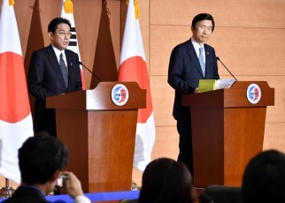Japan-ROK Foreign Ministers' Meeting 3