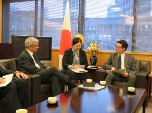 State Minister Muto receives a Courtesy Call from Member of European Parliament 2