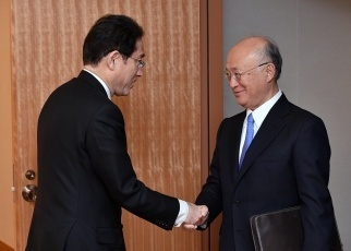 Foreign Minister Kishida Meets with the Director General of the International Atomic Energy Agency 1