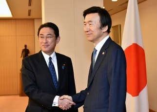 Japan-ROK Foreign Ministers' Meeting 1