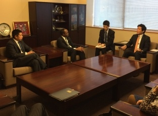 State Minister Kentaro Sonoura Receives a Courtesy Call from International Atomic Energy Agency Governors and Other Officials 2