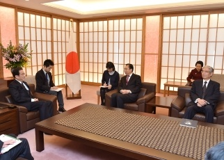 Foreign Minister Fumio Kishida Receives a Courtesy Call by the President of the Chinese People's Institute of Foreign Affairs, Wu Hailong 2