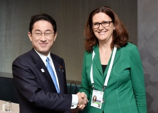 Photo: Foreign Minister Fumio Kishida held working lunch with Dr. Cecilia Malmström, European Commissioner for Trade
