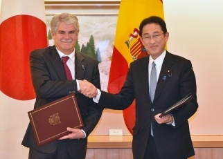 Signing of the Japan-Spain Working Holiday Agreement 2