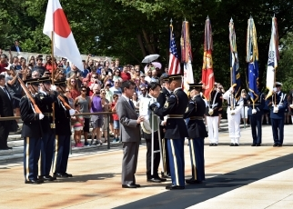Foreign Minister Kono's visit to Arlington National Cemetery 1