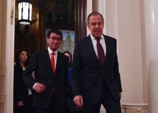 Photograph of the Foreign Ministers heading to the Foreign Ministers' Meeting