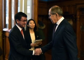 Photograph of the Foreign Ministers shaking hands