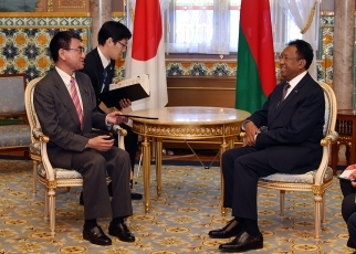 Foreign Minister Kono Pays a Courtesy Call on the President of the Republic of Madagascar 2