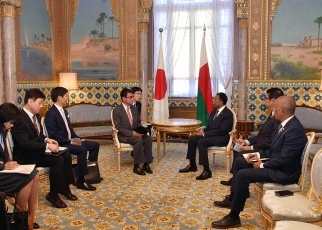 Foreign Minister Kono Pays a Courtesy Call on the President of the Republic of Madagascar 3