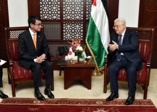 FM Kono Pays a Courtesy Call on the President of Palestine