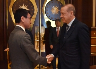 Foreign Minister Kono Pays a Courtesy Call on the President Erdogan 3