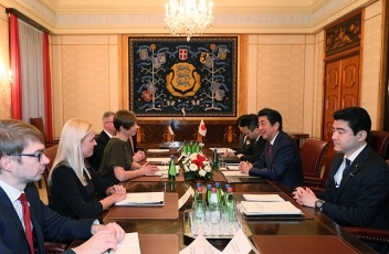 Photograph of the Prime Minister paying a courtesy call on the President of Estonia