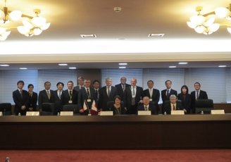 (Photo 3) The Fourth Intergovernmental Consultation on Cooperation between Japan and the Czech Republic in the Field of Science and Technology