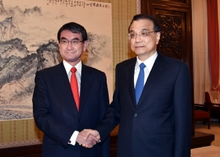 Foreign Minister Kono Pays a Courtesy Call on State Council Premier Li Keqiang1