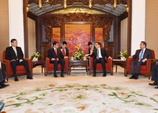 Foreign Minister Kono Pays a Courtesy Call on State Council Premier Li Keqiang3