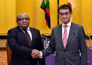 Japan-Comoros Foreign Ministers' Meeting 1