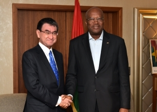 Foreign Minister Kono Pays a Courtesy Call on the President of Burkina Faso 1