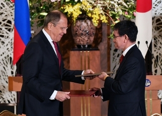 photo4:The two sides signed the 2018-2019 Japan-Russia Inter-Foreign Ministry Consultation Plan