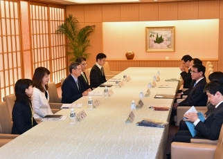 photo1: Submission of the recommendations on climate change diplomacy to Mr. Taro Kono, Minister for Foreign Affairs