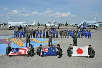 (Photo) (From left to right) Participants and aircraft from the United States, Australia, and Japan