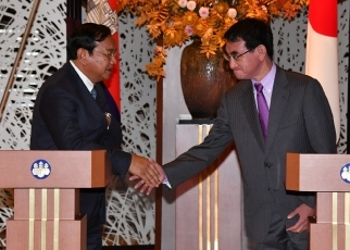 Lunch Meeting hosted by Foreign Minister Taro Kono with the Deputy Prime Minister and Minister of Foreign Affairs and International Cooperation of Cambodia 2