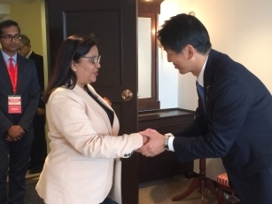 Meeting between Parliamentary Vice-Minister Yamada and the Secretary for Foreign Affairs, Ministry of Foreign Affairs, Regional Integration and International Trade of the Republic of Mauritius 1