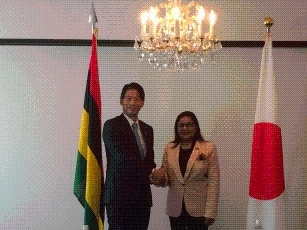 Meeting between Parliamentary Vice-Minister Yamada and the Secretary for Foreign Affairs, Ministry of Foreign Affairs, Regional Integration and International Trade of the Republic of Mauritius 2