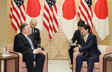 Courtesy Call from the Secretary of State of the United States Pompeo<br>(Photo: Cabinet Public Relations Office)