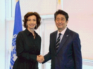 (Photo 1) Photograph of the Prime Minister receiving a courtesy call from the Director-General of UNESCO