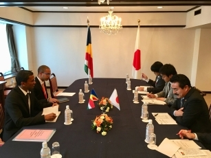 Meeting between State Minister Sato and the Secretary of State for Foreign Affairs Faure of the Republic of Seychelles 2