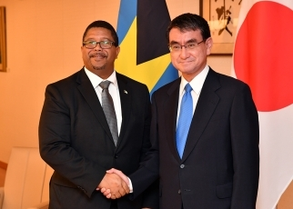 Foreign Minister Kono Meets with the Deputy Prime Minister of The Bahamas