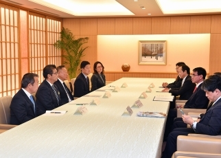Foreign Minister Kono received a courtesy call from Japan Climate Leaders' Partnership (Japan-CLP) 2